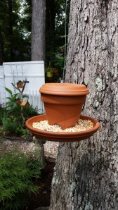 Basic clay pot birdfeeder