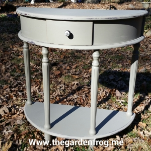 Priaire Colors chalk paint, distressing and painting furniture